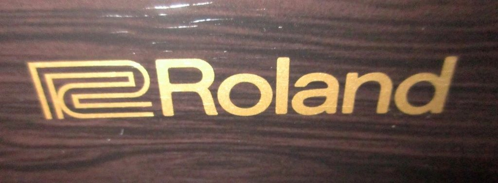 Roland piano logo